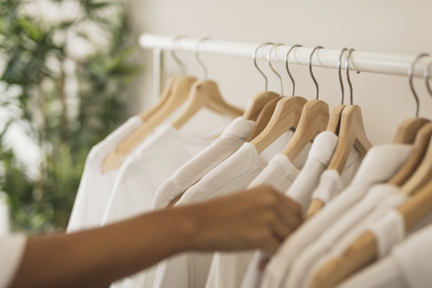 5 rodzajów ubrań, które musisz mieć w swojej szafie